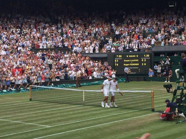 Wimbledon : Roger Federer écarte Dusan Lajovic et file au troisième tour
