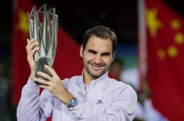 Avec un 94e titre, Federer égale Lendl