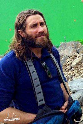 |Filmographie|SI nous n'avions pas eu le plaisir de voir Jake à la cérémonie des Oscars, c'est parce qu'il est à Rome, en plein tournage sur le set d'Everest. Eh bien mes amis, nous comprenons désormais pourquoi il est peu soigné. C'est la première fois que je ne le trouve pas à mon goût ! Serais-je la seule ?  26.02.14