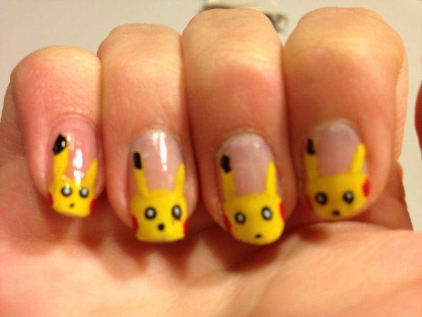 "Nail Art   ""Pikachu"""