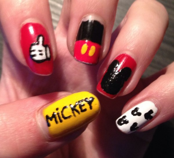 "Nail Art  ""Mickey Mouse"""