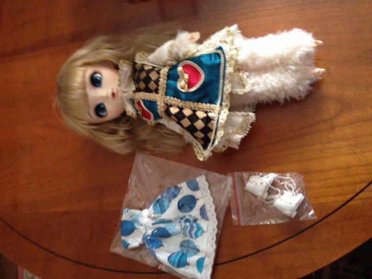 Colis Jolie doll