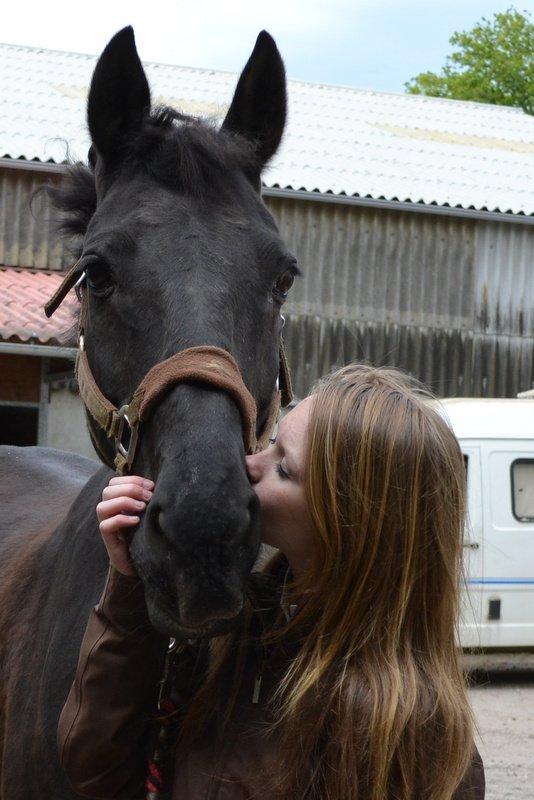 """""""Je crois vraiment que, dans la vie, nous pouvons tous nous entendre si nous essayons de nous comprendre les uns les autres. [...] Vous rencontrerez certainement beaucoup de gens, vous aurez de nombreuses relations, mais les vrais amis sont rares et précieux. En revanche, chaque cheval que vous montez peut deveneir votre ami, et cela simplement parce que vous le lui demandez"""""""
