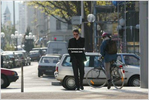 . 05/04/2002: Une personne l'a pris en photo dans la rue..