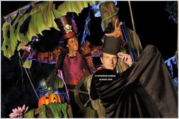 . 09/2010: Photoshoot pour le Festival Halloween Disney..