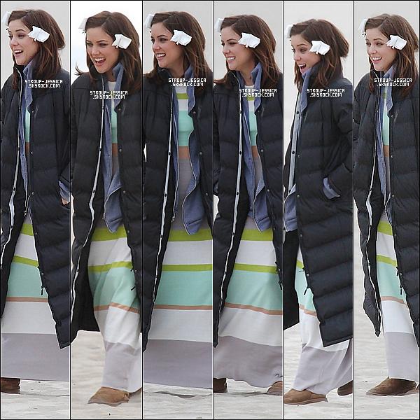 19 FEVRIER 2013:  Jessica très souriante et heureuse avait était apercu sur le tournage de « 90210 ».