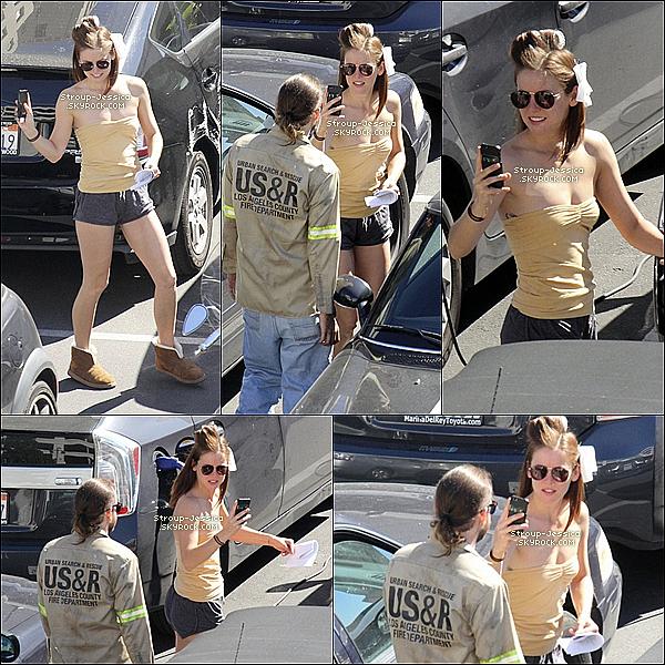 05 MARS 2013:  Jessica S. très souriante et heureuse avait était apercu sur le tournage de « 90210 ».