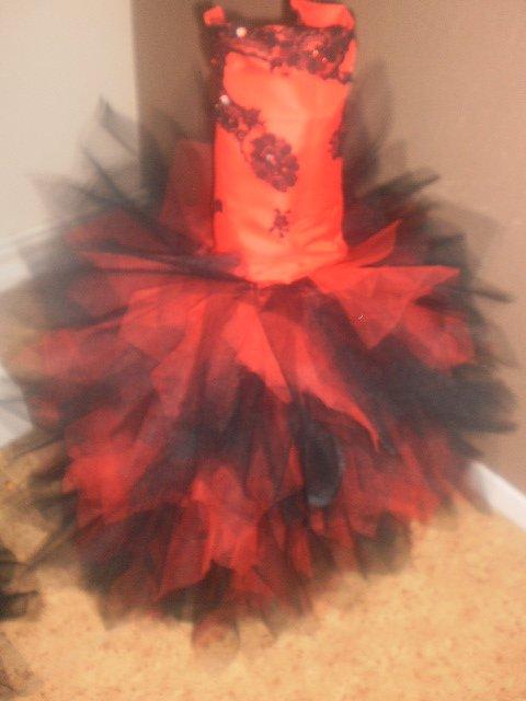 robe noir et rouge 5 ans