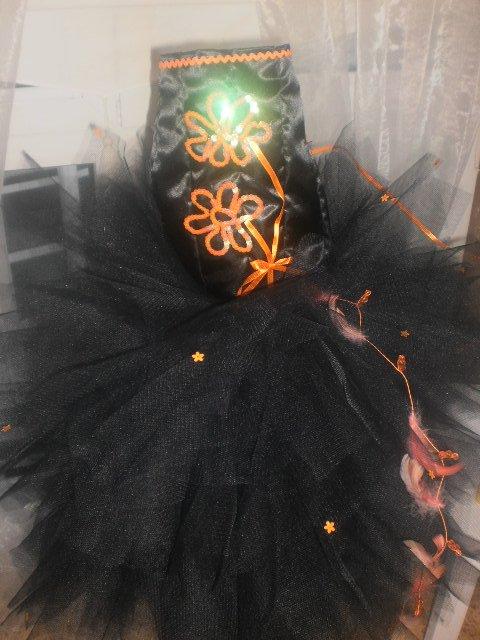 robe 3 4 ans noir et orange encore dispo