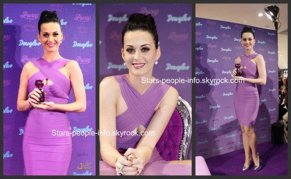 """Katy perry à Cologne pour la promotion du parfum """" Purr """""""