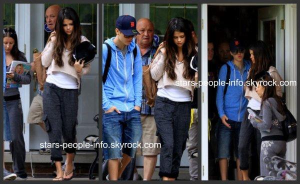 Selena quittant la maison des grands-parents de Justin, le 4 juin 2011