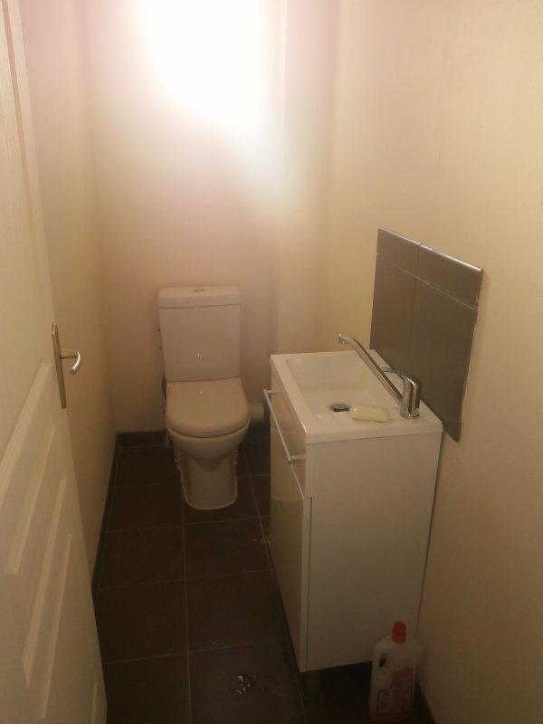 Toilettes du bas finis