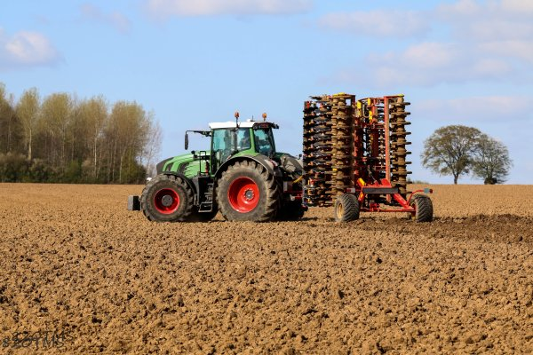 Fendt 936 et vaderstad carrier xl