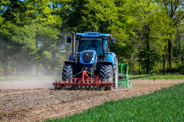 Plantation de pommes de terre avec un nouveau T7 230