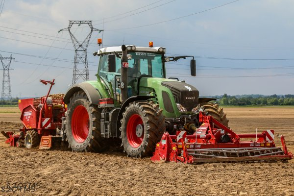Dernier chantier de plantation de pommes de terre avec un doublé de fendt 930