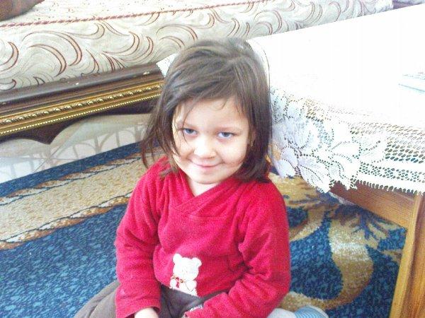 :) ma petite souer que j'aimme tré fort :)