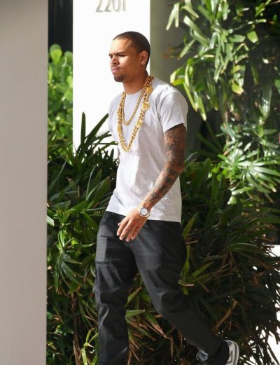 Chris Brown quitte son hôtel