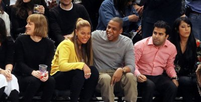 Beyonce et son mari Jay-Z font leur première apparition publique ensemble depuis la naissance de leur fille pendant un match entre New York Knicks vs New Jersey Nets au Madison Square Garden