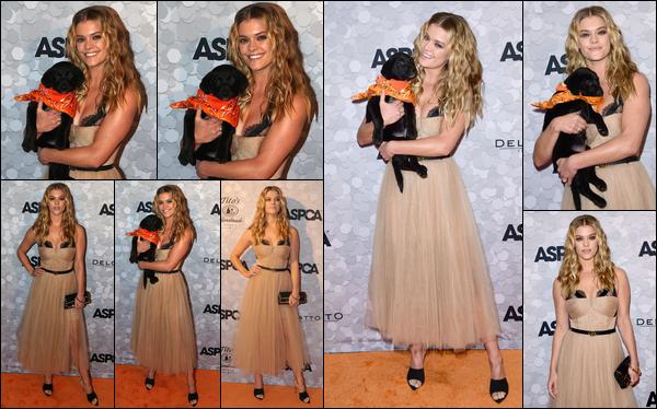19/04/2018  — La belle blonde Nina Agdal était présente au 21ème annual ASPCA Bergh Ball. - New-YorkJ'avoue ne pas vraiment aimer la robe que porte Nina pour cet event... De plus, le make up est en plus un peu trop foncé je trouve... Ça sera un BOF