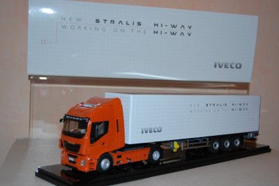 IVECO STRALIS HI-WAY TRUCK OF THE YEAR SEMI FOURGON (réf: 114744)