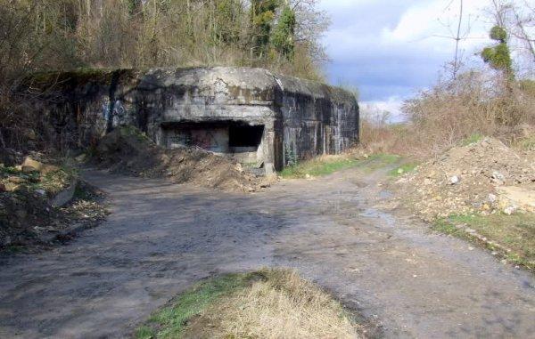 Photo du bunker de l'entrée dit du couvent