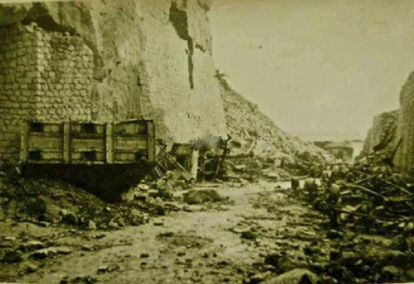 Entrée principal dit du couvent en 1944 après les bombardements