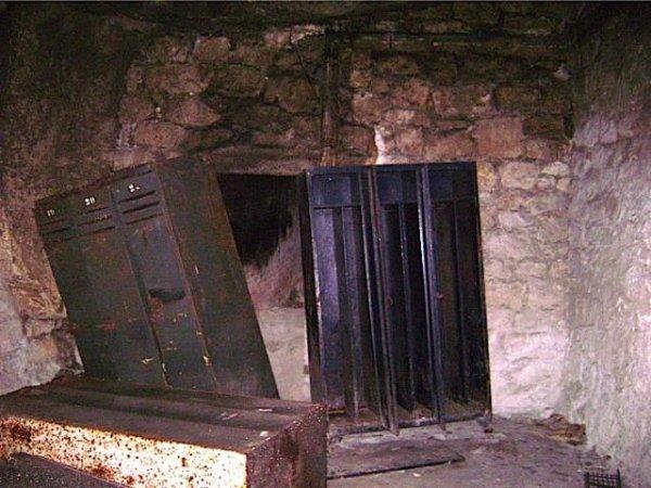Intérieur du bunker et cassier