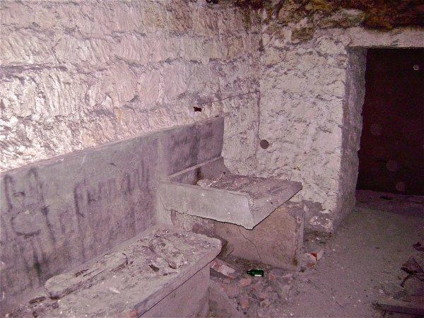 Lavabo et banc 2eme bunker