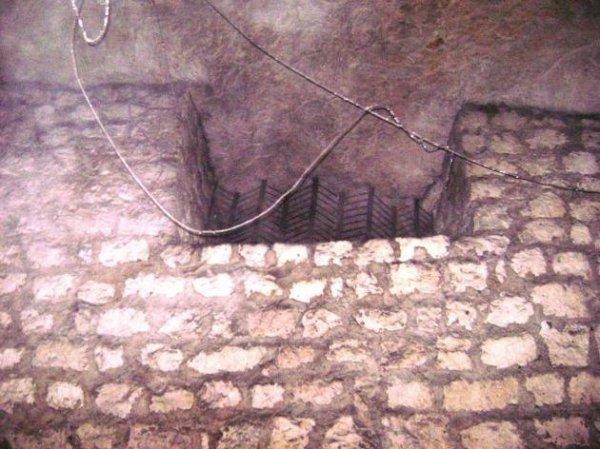 aération bunker avec grille dans la carrière
