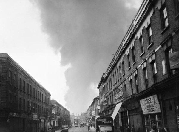 Photo relatant les effets des bombes volante V1 qui tombes sur l'Angleterre