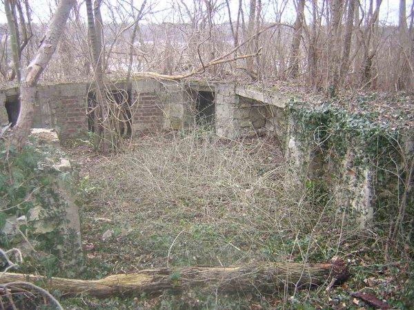 Bunker canon Flak protection vallée de l'Oise des deux sites V1 de Saint Maximin et St Leu d'Esserent au dessus de la carrière souterraine Ouachée protection des Sites Souterrains des bombes volantes V1
