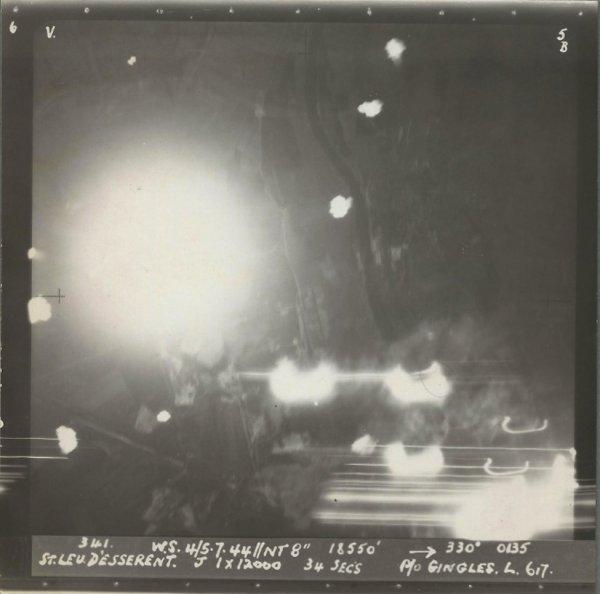 Photo RAF Pendant le bombardement avec 6 bombes géantes Tallboy de 6000kg