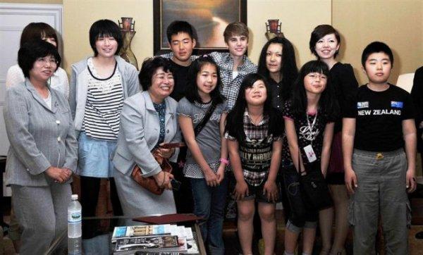 Justin Bieber entouré d'enfants japonais touchés par la tragédie !