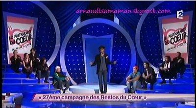 Arnaud Tsamere a chanté avec les pensionnaires dans le sketch des Lascars Gays (27ème campagne des Restos du Coeur)