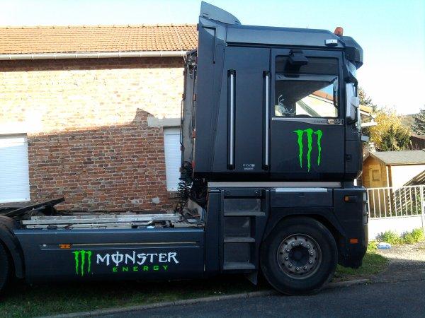 kit deco monster sur magnum en cour d'autre photo vons suivre a la fin de la deco