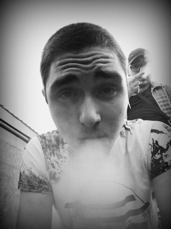 Avec l'homme X))))