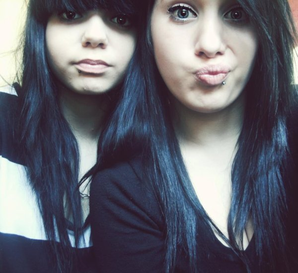 : Ma meilleure amie (elle est a droite)