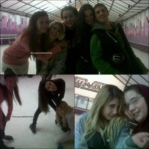_ Photo Personelle de Nicolas.T a la patinoire avec Nicole , Lola Moran et Juan l'ex petit ami de Nicole ,  qui est maintenant le petit ami de Lola.  _