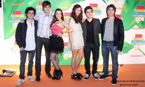 _  11/10 Events Les acteurs au Kids Choice Awards . _