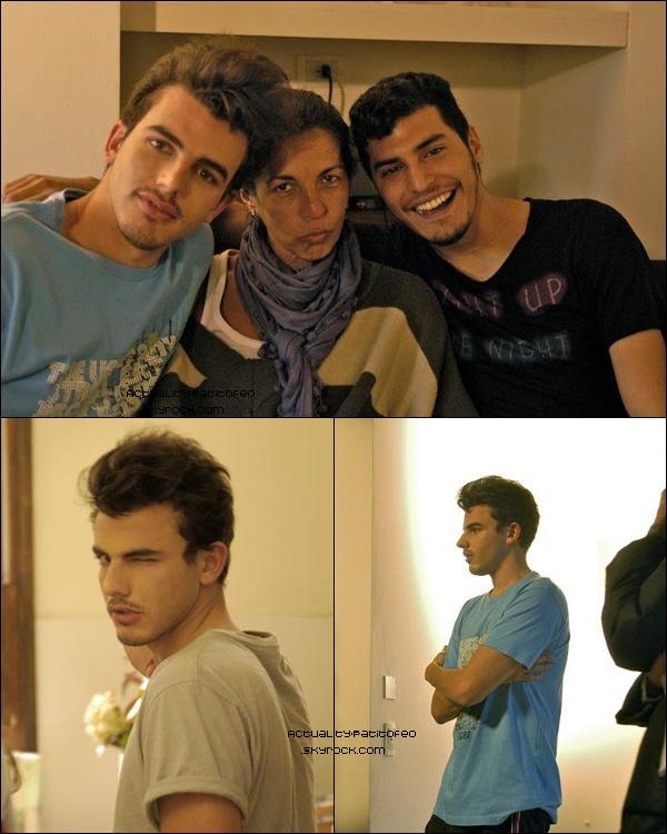 """_  Santiago sera dans l'épisode """"La primera vez que desperté"""" de historias de la primera vez. L'épisode sera diffuser mardi  ( le 29/11 ) _"""