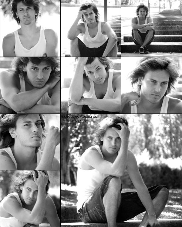 _ Photoshoot d'Andrés pour Dolores Gortari. _