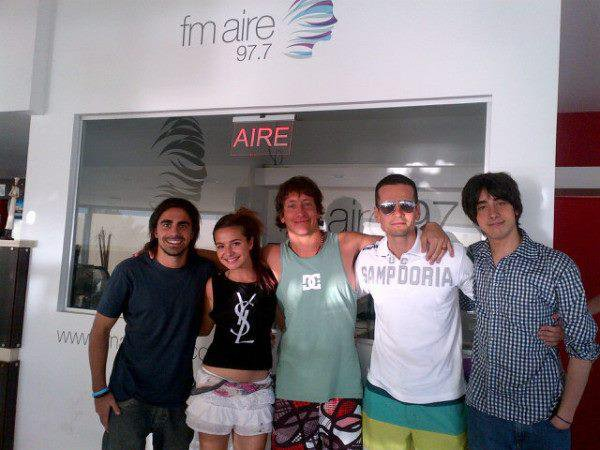 _ 3/12 Brenda à la radio FM AIRE 97.7 _ Brenda étais invitée à la radio FM AIRE 97.7 accompagnée par Nicolás Vázquez (de los Únicos), dans l'interview elle à parler de tout, de son album qui va sortir et elle à aussi déclarer qu'elle se rendra très bientôt en Grèce._
