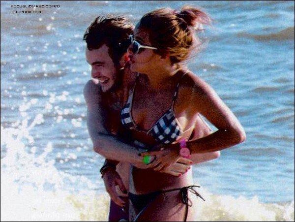 _ Brenda et Rodrigo Velilia à Punta Del Este ( Uruguay ) . Certain médias pensent qu'ils sont en couple car ils ont étaient vu très proche à la plage, ils ce fessaient des câlins et des caresses... _ BRENDA Á RÉPONDU À CETTE RUMEUR, ELLE DIT QUE C'EST FAUX ILS SONT SEULEMENT AMIS !  _