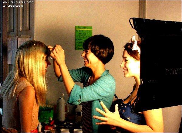 "_ Photos de la jolie Thelma Fardin sur le tournage de ""Mentira la verdad"" _"