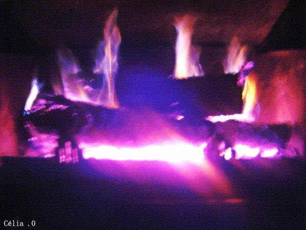 - A trop joué avec le feu, on finis par ce brûlé.