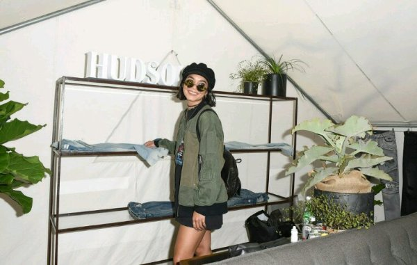 Vanessa assiste à un événement de mode avec sa s½ur Stella