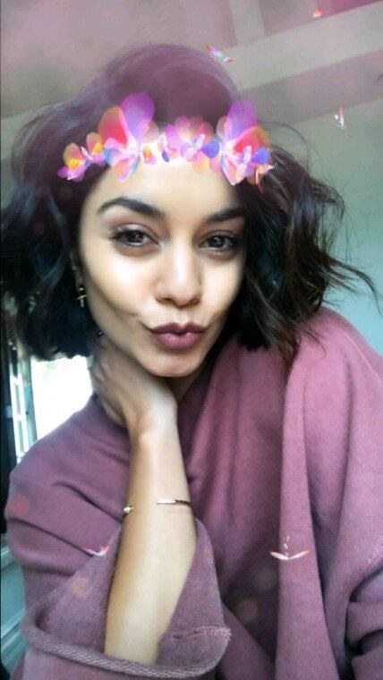 Vanessa va chercher à boire pour ses amies et fait mumuse sur snapchat