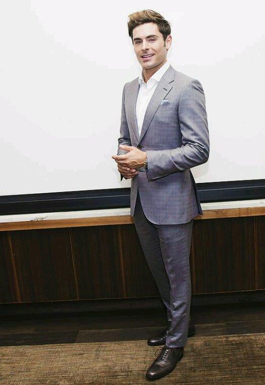 Zac efron donne une conférence de presse pour the greatest show