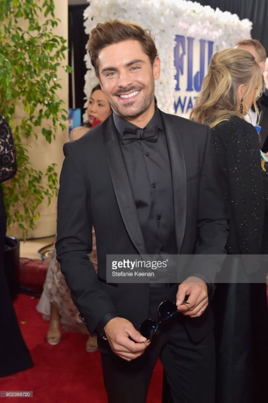 Zac efron assiste au golden globe