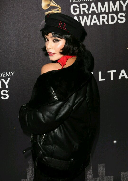 Vanessa assiste au grammy awards party